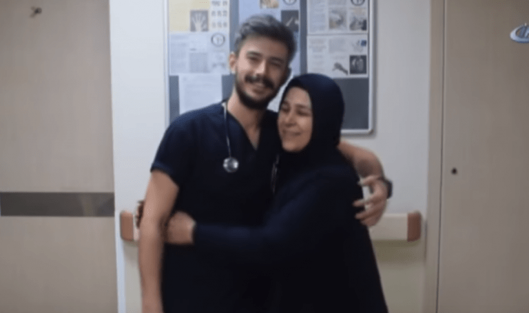 Annesinin Hemşire Olarak Çalıştığı Hastaneye Doktor Oldu