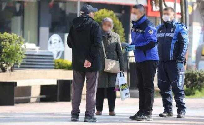 Sokağa çıkma yasağına uymayan yaşlı çifte para cezası..